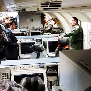 André Winzer in einem Awacs Flugzeug (Quelle: Foresight Solutions) https://www.instagram.com/p/BiCiMirhLmj/